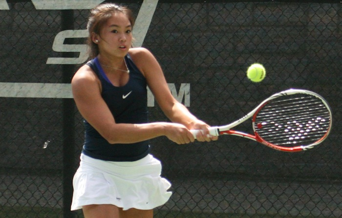 Sophomore Katarina Su returns the ball at the Georgia Southern Invite. She finished first in the singles draw of the Invite. Paired-up with freshman Anna Fuhr, she also finished fourth in the main doubles draw. / Courtesy of Emory Athletics